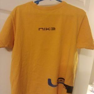 Nike Boys T-shirt Size 5-6 Medium